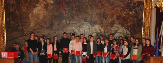 Кованицама са ликом знаменитих личности награђени најбољи ученици у Сомбору